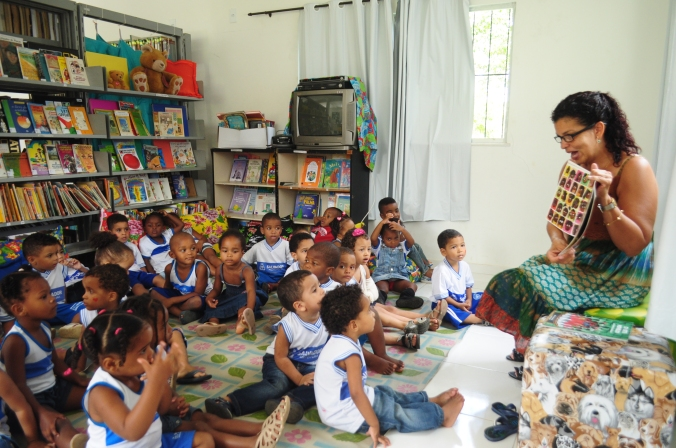 Ana Paula Carneiro ministra oficina de Contação de História com crianças | Foto: Divulgação