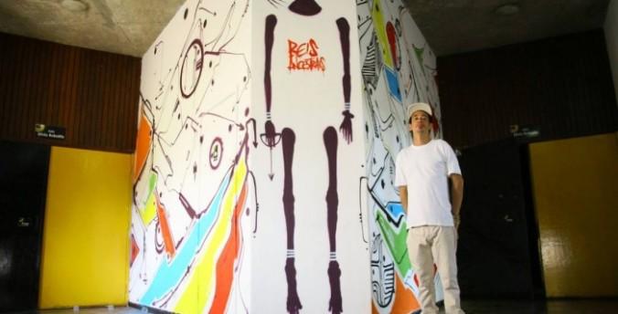 Denissena cria mural no Solar Boa Vista | Foto: Divulgação